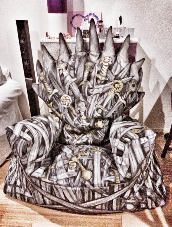 geekstra_iron-throne-beanbag-chair-1