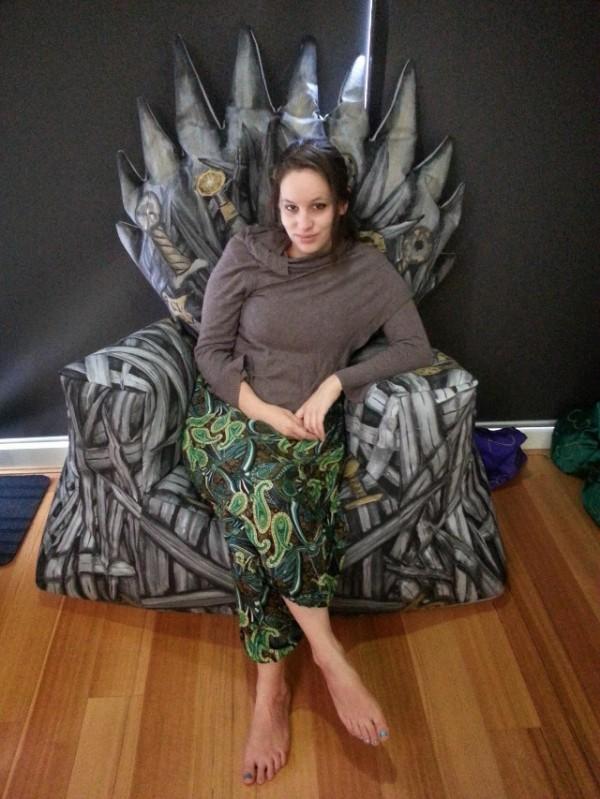 geekstra_iron-throne-beanbag-chair-2