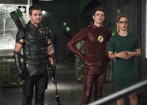 "The Flash -- ""Legends of Today"" -- Image FLA208B_0024b.jpg -- Pictured (L-R): Stephen Amell as Oliver Queen, Grant Gustin as Barry Allen and Emily Bett Rickards as Felicity Smoak -- Photo: Cate Cameron/The CW -- © 2015 The CW Network, LLC. All rights reserved."