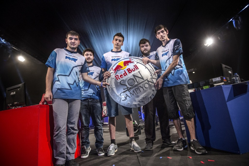 The winner team 'We Make the Future' pose during the Red Bull Son Sampiyon in Istanbul, Turkey on 14th June 2015.